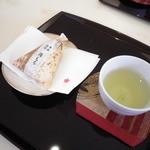 12696023 - 御菓子とお煎茶