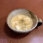 ジャム cafe 可鈴 - 【週替わりランチ(1,050円)のスープ】カリフラワーと豆腐のスープ。スープは必ず最初に出てきます。