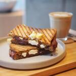 リトコーヒー&ティースタンド - 『梅あんとクリームチーズのホットサンド』
