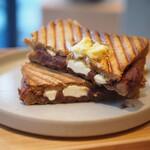 リトコーヒー&ティースタンド - 梅あんとクリームチーズのホットサンド