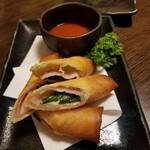 樂一樂坐 - モッツァレラチーズとベーコンの揚げ春巻き 520円