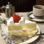 126978560 - ショートケーキ。