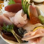 海彦 - 料理写真:彩り海鮮丼(税込 1,200円)