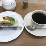 薔薇窓 - 桜ロールとホットコーヒーのセットで990円
