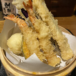 Komefuku - エビ二尾、かぼちゃ、玉子、茄子、唐揚げ二個             +イカ