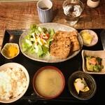 加藤商店 - 豚肉の炭火焼定食