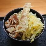 麺'ズ 冨士山 - 料理写真:肉うどんに、ちくキャベ