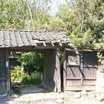 風の音 - 古くなってきた門