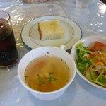 LA LEPRE - 料理写真:ランチセットのスープ、サラダ、パン