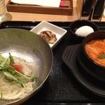 スンドゥブ&石焼ビビンバ Red Pit - サラダ冷麺・スンドゥブのセット1240円