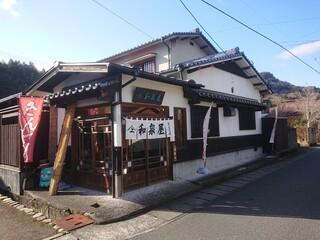 和泉屋 - ・奥に少し見えるのが角牟礼(ツノムレ)山