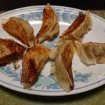 中華薬膳館ろぢん - 料理写真:餃子  一皿は七個
