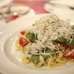 イルキャンティ・カフェ - 本日の生パスタ、しらすとプチトマトのペペロンチーノ