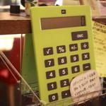 イルキャンティ・カフェ - レジカウンター前のデカ計算機・割り勘とかに便利らしい。