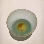127021250 - 急須からスープを注ぐと六味が溶け出します。混ぜたら駄目よ!