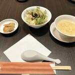 Kantonryourisuirengetsu - ザーサイ、サラダ、今日のスープ