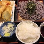 わらべ - 天ざる黒米うどん定食 1150円   麺大盛 150円