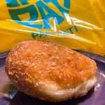 パンパティ - 料理写真:ステーキカレーパン ¥230  いつもは土日に店の前を通ると、すごい列だったのが、最近の騒動もあり、列は5人ほど。10分で焼き上がり、ステーキカレーパンを買えました。