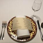 127029303 - 美しいお皿と本日のメニュー