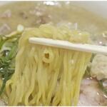 三ん寅 - プリプリで硬めな麺。