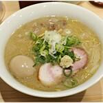 三ん寅 - 味噌らーめん+煮玉子 850+150円 グイグイ飲めちゃうスープが魅力♪