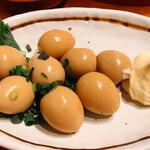 127044823 - うずらの卵