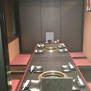2~8名様の個室あり◎寛げる和モダン空間。宴会は35名様まで