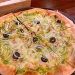 ワインバー ヨロ - ツナとオリーブとアンチョビのピザ