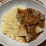 レシピ& マーケット - クスクス、子羊の煮込みとともに