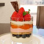 山のホテル ラウンジ・バー - 季節のグラスデザート(イメージ)