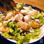 127055854 - 梨と水牛モッツァレラのサラダ¥780。                       梨→洋梨で柔らかい食感と、モッツァレラのプリプリとバルサミコ酢&塩味が効いて面白いサラダ!