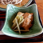 そば処 春来てっぺん - そば捏ねと高野豆腐と蕗の煮物