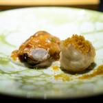 エクアトゥール - 墨烏賊のフリット、 カラスミとライム、  蛤、 ふきの入った雲丹のソース、 海老芋のピューレ