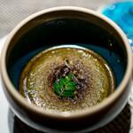 エクアトゥール - 黒鮑と海老芋のフラン、 肝のソース、 柚子の香り