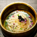 エクアトゥール - 冷たい麺をオイルベースで、 数の子、 キャビア、 花穂紫蘇