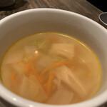 RACINES - コースのスープはあっさりで味が濃すぎなくて美味しかった。