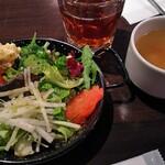 LOBOS - サラダとコンソメスープとウーロン茶