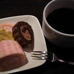 LOBOS - プチロールケーキ全種類とホットコーヒー