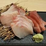 127080255 - 小田原直送鮮魚盛り1,200円