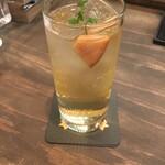 カフェ&シーフードバルべセル - 林檎のブランデースプリッツァー