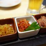 博多くろがね - 酒の肴三種盛り580円。