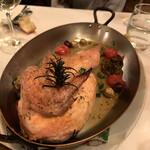 127084702 - 大山地鶏のシチリア風オーブン焼き 3000円 骨付きの大山地鶏が半身。豪快です。しっとりとした身がいい。オリーブと塩味。 これは好み。