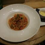 ビストロカフェ レディース&ジェントルメン - お洒落カフェでいただく大人味なサルシッチャと彩り野菜のナポリタンスパゲッティーニ