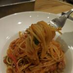 ビストロカフェ レディース&ジェントルメン - サルシッチャと彩り野菜のナポリタンスパゲッティーニ;麺はこんな感じ