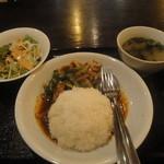 12709263 - ランチメニュー「ガイパップリッキン(レッドカレーとインゲン豆炒めかけご飯)」(700円)