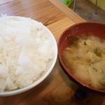 串マツ - ご飯&味噌汁