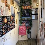 お肉とワイン 関内ビストロ ZIP - 店内への階段