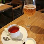 ダイニングソシアル - 紅茶&スパークリングリンゴジュース