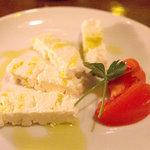 デカメロン - 山羊のチーズ「フェタチーズ」。