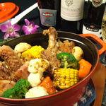 海峡 - 【BISTRO_ストゥブ料理】骨付き鶏もも肉、ソーセージ、厚切りベーコンの香味焼き